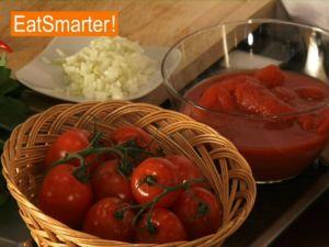 Eine klassische Tomatensauce zubereiten