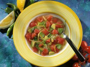 Tomatensuppe mit Avocado Rezept
