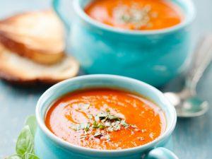 Tomatensuppe mit Möhren und Basilikum Rezept