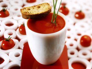 Tomatensuppe mit Röstbrot Rezept
