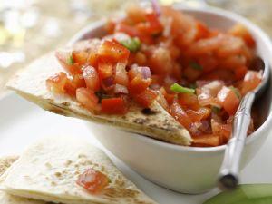 Tortilla mit Avocado und Tomatensalsa Rezept