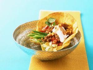 Tortilla-Schale mit Gemüse und Hackfleisch Rezept