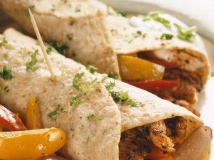 Tortillafladen mit Hähnchen und Gemüse Rezept