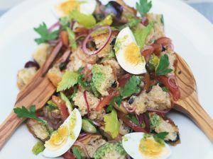Toskanischer Brotsalat mit Ei Rezept