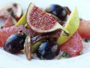 Traubensalat mit Feigen und Datteln Rezept