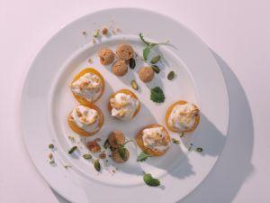 Überbackene Aprikosenhälften mit Amaretti-Füllung Rezept