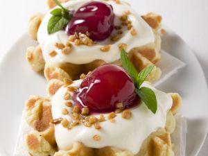 Vanillecreme-Waffeln mit Kirsche Rezept