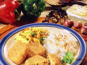 Vegetarische Frikadellen mit Gemüse und Reis Rezept