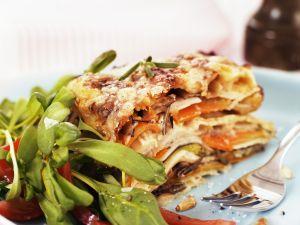 Vegetarische Lasagne mit Rapunzel-Tomaten-Salat Rezept