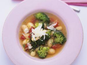 Vegetarische Minestrone mit Brokkoli und Bohnen Rezept