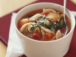 Vegetarische Minestrone mit Kartoffeln, Bohnen und Nudeln Rezept