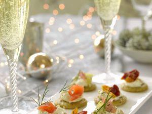 Verschiedene Blinis mit Champagner Rezept