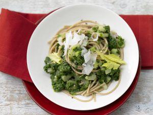 Vollkorn-Pasta mit grüner Sauce Rezept