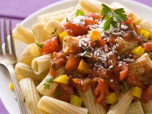 Vollkornpasta mit stückiger Tomatensoße Rezept