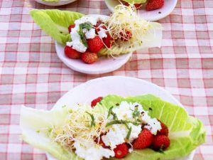 Walderdbeer-Salat mit Sprossen Rezept