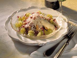 Waldorfsalat mit Weintrauben und Radicchio Rezept