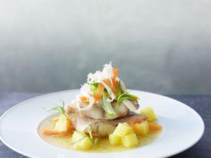 Waller aus dem Wurzelsud mit Kartoffeln und frischem Meerrettich Rezept