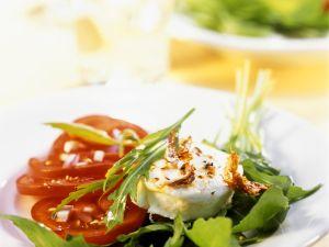 Warmer Ziegenkäse auf Rucola mit Tomaten Rezept
