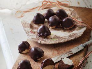 Weihnachtliche Marzipan-Schoko-Pralinen Rezept