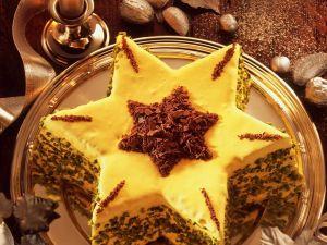 Weihnachtliche Torte mit Eierlikör und Pistazien Rezept