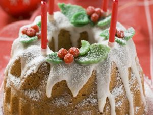 Weihnachtlicher Gugelhupf mit Walnüssen Rezept