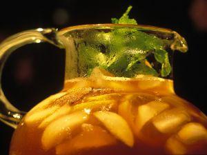 Wein-Früchtebowle Rezept