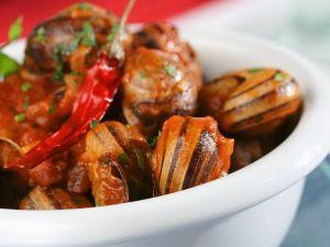 Weinbergschnecken mit pikanter Gemüsesauce Rezept