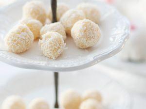 Weiße Schokoladen-Kokostrüffel Rezept