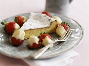 Weißer Schokoladenkuchen mit Schokoladen-Erdbeeren Rezept