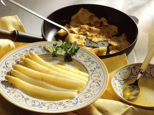 Weißer Spargel mit Buttersoße und Pfannkuchen Rezept