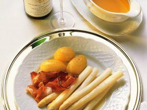 Weißer Spargel mit Kartoffeln und Schinken Rezept