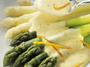 Weißer und grüner Spargel mit Sauce Maltaise Rezept