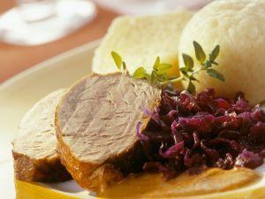 Wildschweinrücken mit Blaukraut und Knödeln Rezept