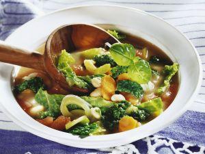 Wirsing-Bohnen-Suppe mit Karotten Rezept