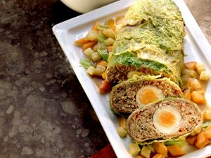 Wirsing-Hackbraten mit Gemüse Rezept