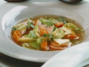 Wirsingsuppe mit Fleischwurst und Senf Rezept