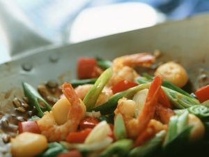 Wokgemüse mit Garnelen Rezept