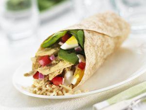 Wrap mit Hähnchensalat gefüllt Rezept