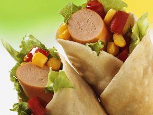 Wraps gefüllt mit Würstchen und Gemüse Rezept