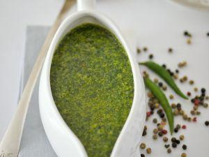 Würzige grüne Soße aus Rucola, Koriander und Petersilie Rezept