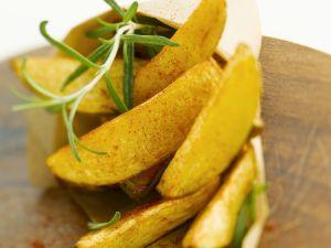 Würzige Kartoffelecken mit Rosmarin Rezept