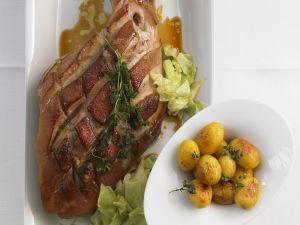 Würzige Spanferkelkeule mit Kohl und Kartoffeln Rezept