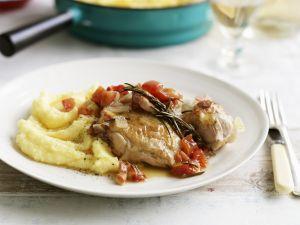Würziges Hähnchen mit Kartoffelbrei, Tomaten und Knoblauch Rezept