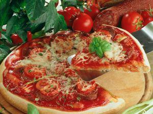 Wurst-Tomatenpizza Rezept