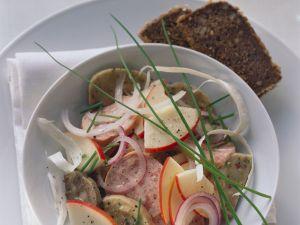 Wurstsalat mit Apfel auf bayrische Art Rezept