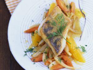 Zanderfilet auf fruchtigem Fenchel-Möhren-Gemüse Rezept