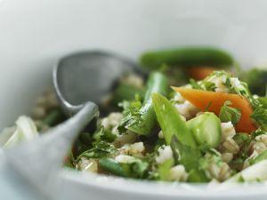 Zarter Weizensalat mit gemischtem Gemüse Rezept