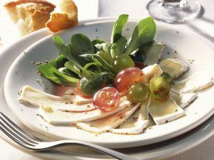 Ziegen-Camembert mit Weintrauben und Feldsalat Rezept
