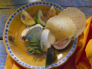 Ziegenfrischkäse mit Rosmarin, Feigen und Crackern Rezept