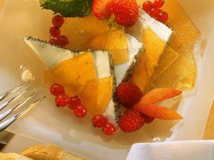 Ziegenfrischkäsedessert mit Früchten und Karamell Rezept